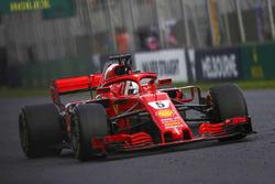 Sebastian Vettel, Ferrari SF71H, celebra en su cabina después de ganar la carrera