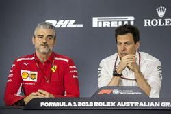 Керівник команди Ferrari Мауріці Аррівабене, керівник Mercedes AMG F1 Тото Вольфф
