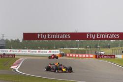 Max Verstappen, Red Bull Racing RB14 Tag Heuer, Kimi Raikkonen, Ferrari SF71H