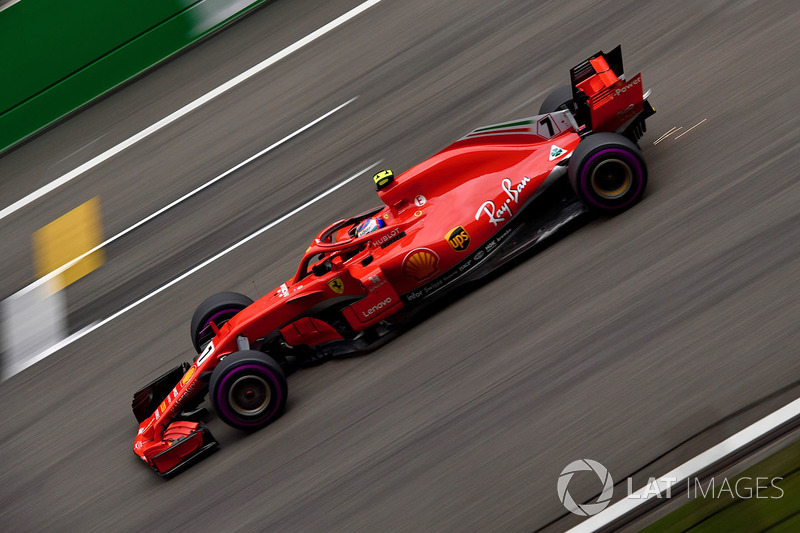 Kimi Raikkonen, Ferrari SF71H and sparks