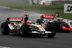 Rubens Barrichello, Honda RA106 con Pedro de la Rosa, McLaren Mercedes MP4/21