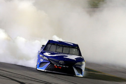 Martin Truex Jr., Furniture Row Racing, Toyota Camry Auto-Owners Insurance celebrates his win with a burnout