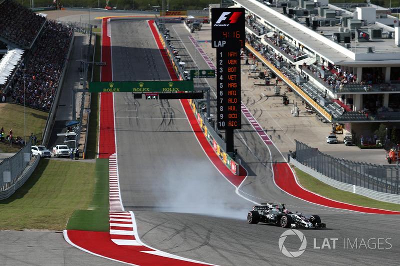 Kevin Magnussen, Haas F1 Team VF-17, bloccaggio