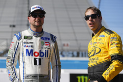 Kurt Busch, Stewart-Haas Racing, Ford Fusion Mobil 1/Haas Automation and Brad Keselowski, Team Penske, Ford Fusion Alliance Truck Parts