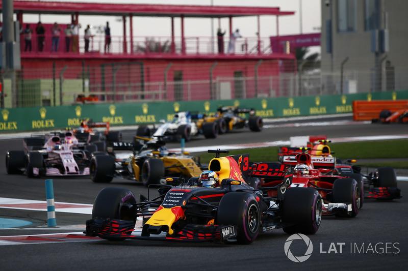 Daniel Ricciardo, Red Bull Racing RB13, Kimi Raikkonen, Ferrari SF70H, Max Verstappen, Red Bull Racing RB13, Nico Hulkenberg, Renault Sport F1 Team RS17