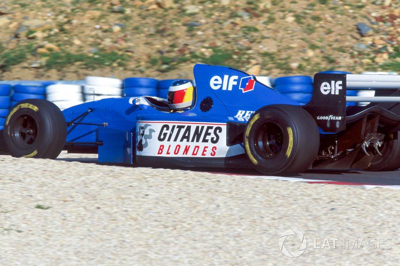 Michael Schumacher prueba el Ligier JS39B Renault para evaluar el motor Renault V10