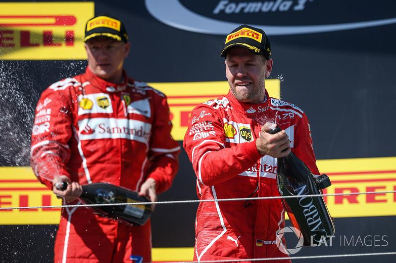 Podio: ganador de la carrera Sebastian Vettel, Ferrari, segundo lugar Kimi Raikkonen