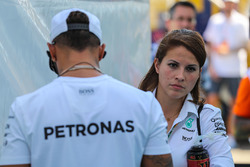 Lewis Hamilton, Mercedes AMG F1 con il suo addetto stampa Charlie Rose