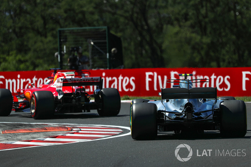 Sebastian Vettel, Ferrari SF70-H e Valtteri Bottas, Mercedes-Benz F1 W08 Hybrid