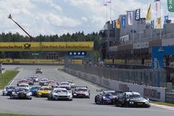 Старт: лідирує Бруно Спенглер, BMW Team RBM, BMW M4 DTM