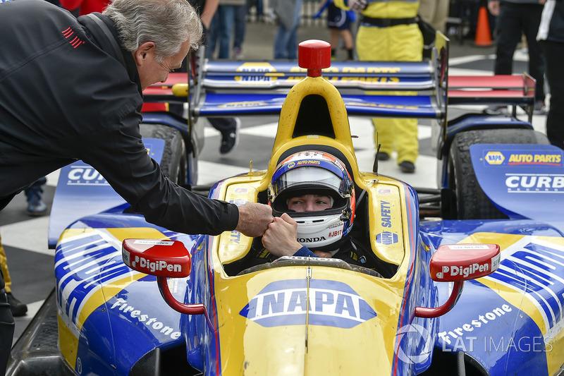 Alexander Rossi venceu a penúltima etapa da Indy, em Watkins Glen. Helio Castroneves foi o 4º colocado.