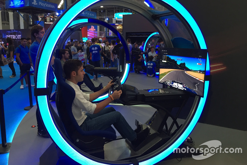 Miguel Molina en la exhibición de GT Sport del Barcelona Games World