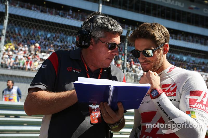 Romain Grosjean, Haas F1 Team, his engineer
