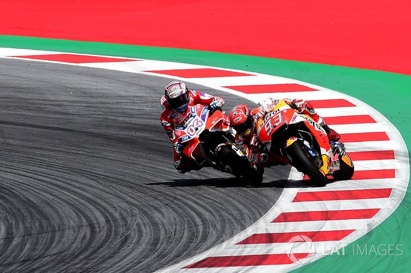 Curva de entrada a meta en Austria con victoria final para Dovi sobre Marc