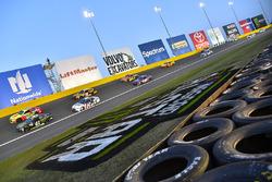 Kurt Busch, Stewart-Haas Racing Ford, Dale Earnhardt Jr., Hendrick Motorsports Chevrolet