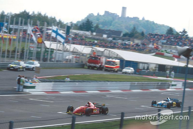 Jean Alesi, Ferrari 412T2 voor Michael Schumacher, Benetton B195