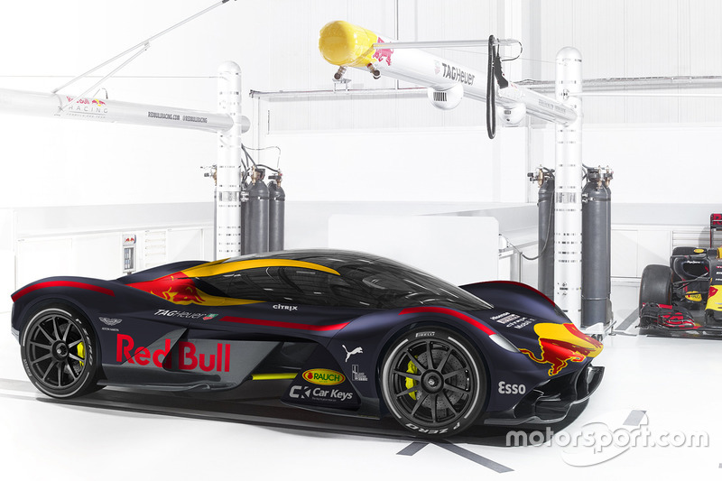 Aston Martin RB 001 dengan corak Red Bull Racing