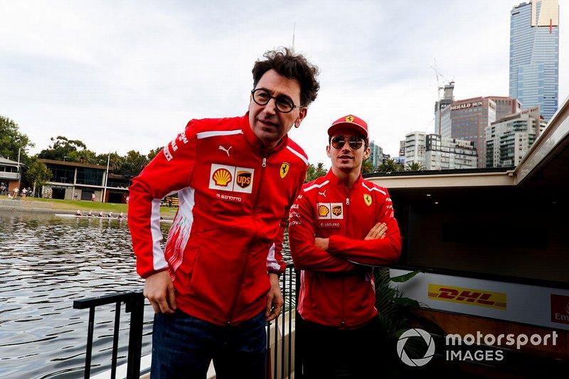Mattia Binotto, Team Principal Ferrari e Charles Leclerc, Ferrari, si dirigono verso l'evento a Federation Square
