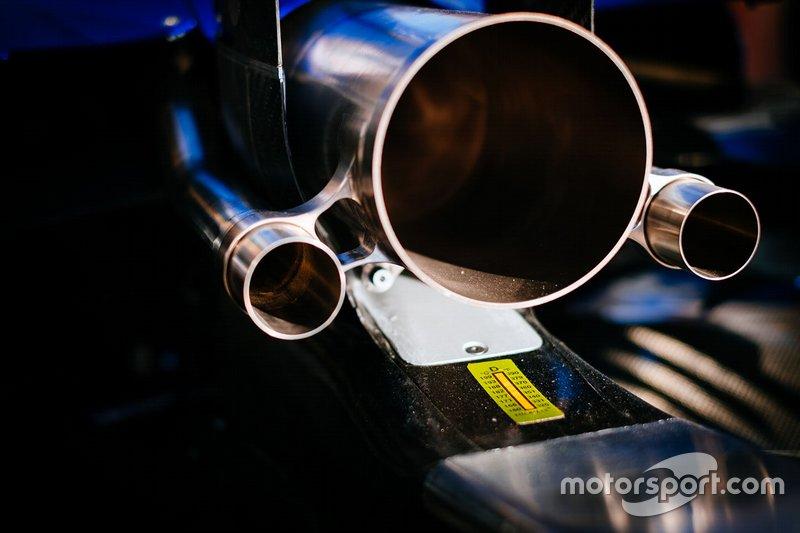 Выхлопные трубы Mercedes F1 W10