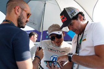 Felipe Massa, Venturi Formula E, with Caca Bueno on the grid.