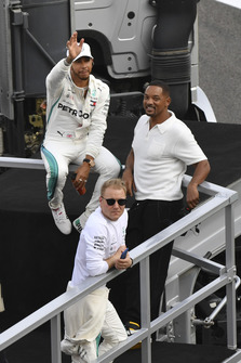 Lewis Hamilton, Mercedes AMG F1, Valtteri Bottas, Mercedes AMG F1 et Will Smith lors de la parade des pilotes