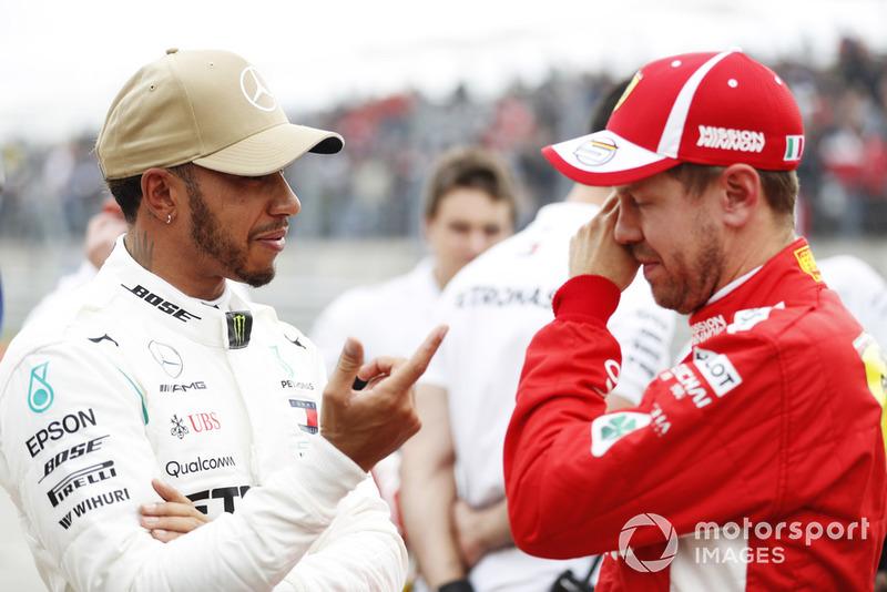 Обладатель поула Льюис Хэмилтон, Mercedes AMG F1, второе место – Себастьян Феттель, Ferrari