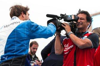 Race winner Antonio Felix da Costa, BMW I Andretti Motorsports and Jean-Michel Tibi, Cameraman