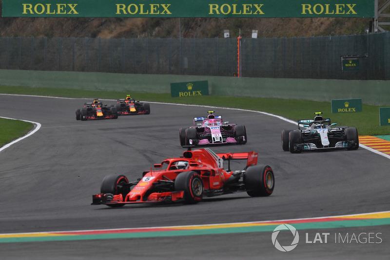 Sebastian Vettel, Ferrari SF71H, Esteban Ocon, Racing Point Force India VJM11 y Valtteri Bottas, Mercedes AMG F1 W09