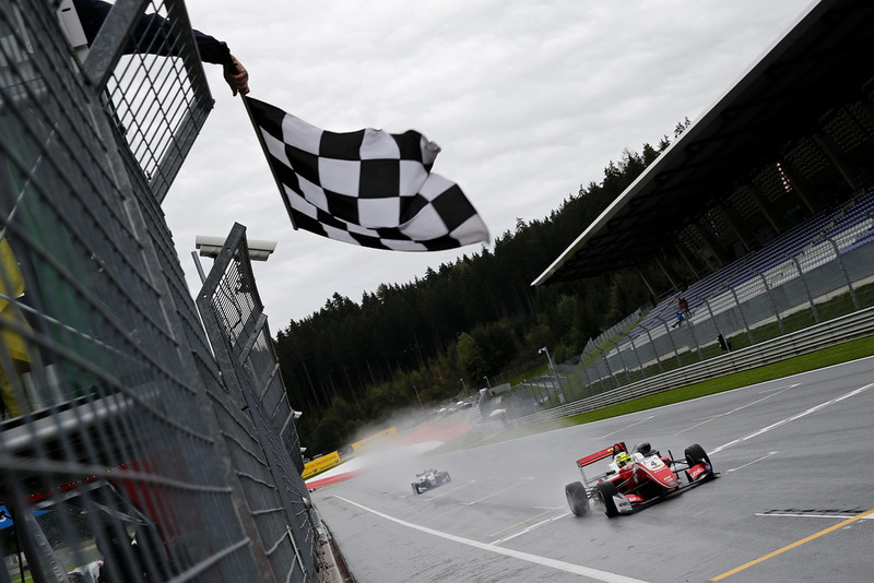 Checkered flag for Mick Schumacher, PREMA Theodore Racing Dallara F317 - Mercedes-Benz