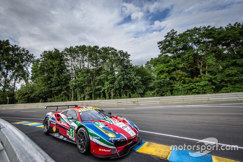 30: Ferrari 488 GTE команды AF Corse (№51): Джанмария Бруни, Джеймс Каладо, Алессандро Пьергвиди