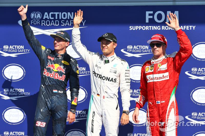 I primi tre della qualifiche nel parco chiuso (da sx a dx): Max Verstappen, Red Bull Racing, secondo; Nico Rosberg, Mercedes AMG F1, pole position; Kimi Raikkonen, Ferrari, terzo