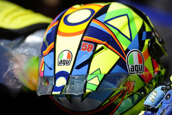 Valentino Rossi, Yamaha Factory Racing, displaying Marco Simoncelli's number, 58, on his helmet
