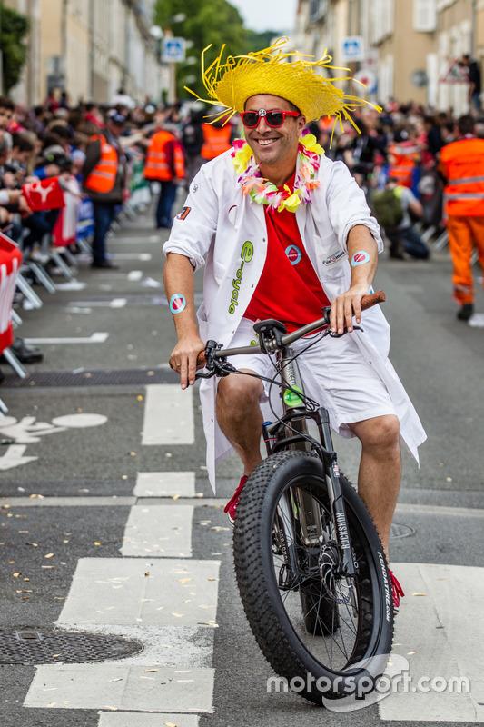 Eğlenceli bir bisiklietli