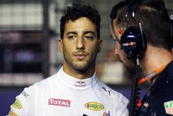 Даниэль Риккардо, Red Bull Racing и Саймон Ренни, гоночный инженер Red Bull Racing