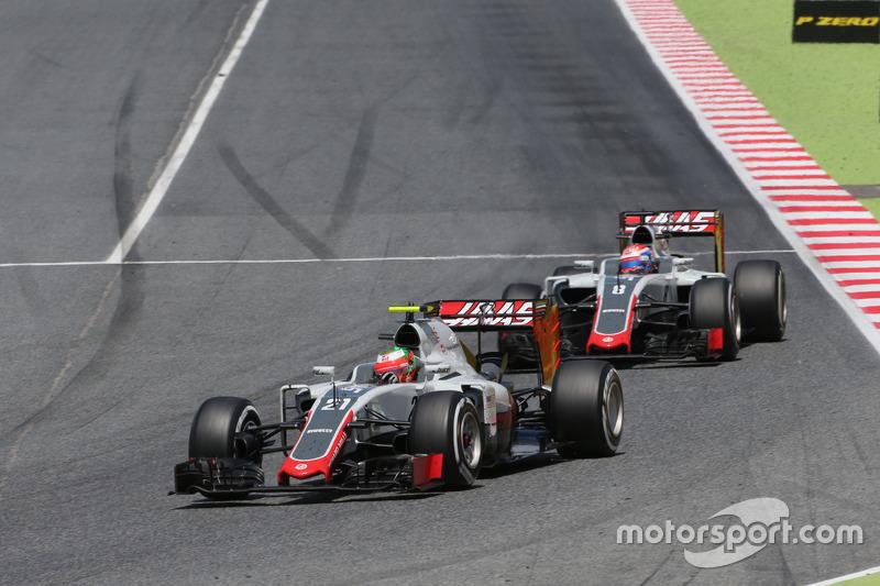 Esteban Gutierrez, Haas F1 Team and Romain Grosjean, Haas F1 Team