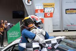 Para pemenang lomba Cameron Cassels, Trent Hindman, Bodymotion Racing