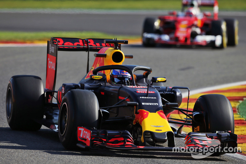 Daniel Ricciardo, Red Bull Racing RB12, con el Halo 2