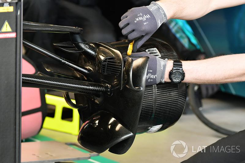 Mercedes-AMG F1 W09 EQ Power front wheel hub