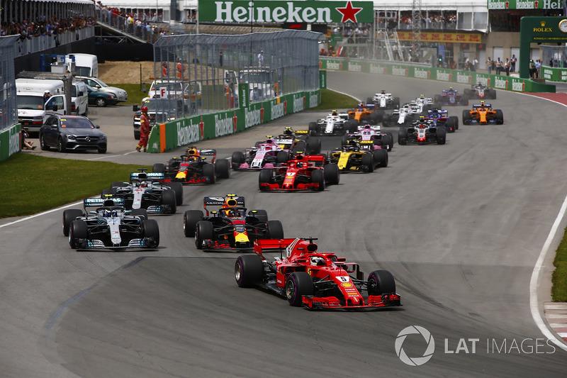 Sebastian Vettel, Ferrari SF71H y Max Verstappen, Red Bull Racing RB14, Max Verstappen, Red Bull