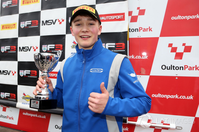 Podium: derde plaats Billy Monger, Carlin