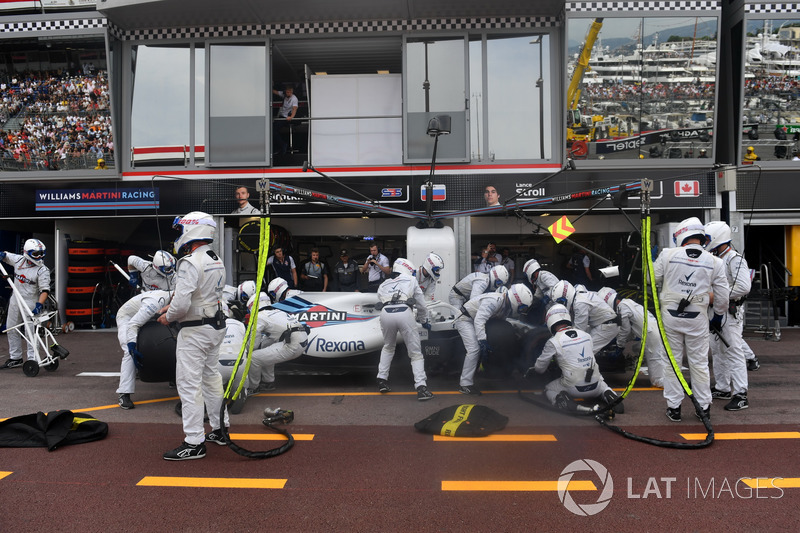 Lance Stroll, Williams FW41, pit stop