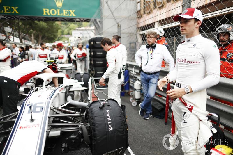 Charles Leclerc, Sauber, en la parilla