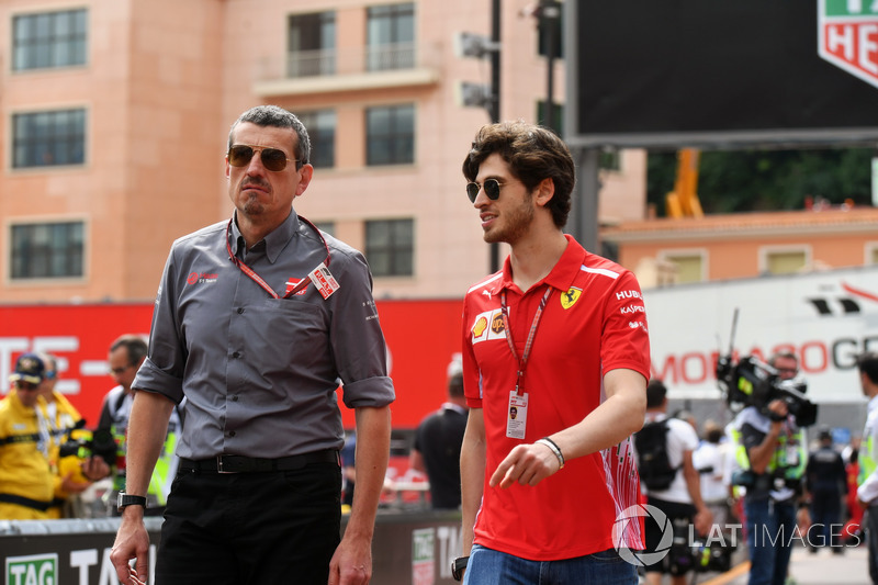 Guenther Steiner, Haas F1 Team Principal and Antonio Giovinazzi, Ferrari Test Driver