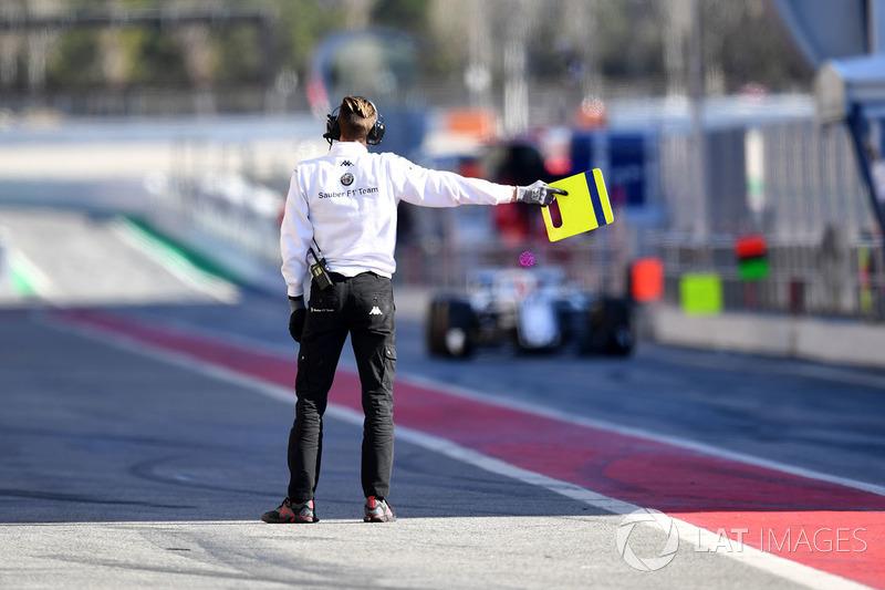 Механик Alfa Romeo Sauber F1 Team