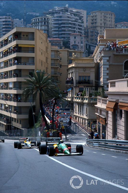 В дальнейшем пелотон терял участников по большей части из-за технических проблем. Алессандро Наннини из Benetton сошел с пятого места после отказа коробки передач.