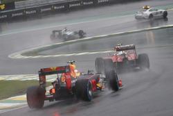 Kimi Raikkonen, Ferrari SF16-H ve Max Verstappen, Red Bull Racing RB12