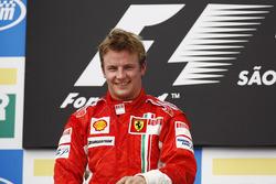 Podio: ganador de la carrera Kimi Raikkonen, Ferrari F2007 celebra