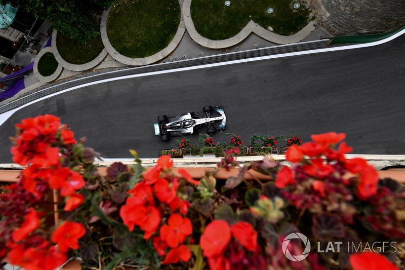 Hamilton 29 yarış arka arkaya