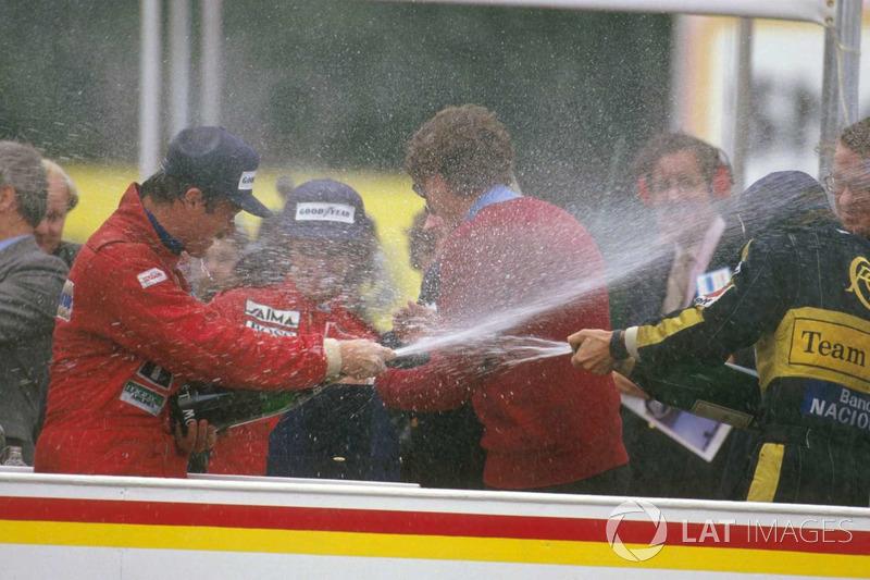 Podio: ganador de la carrera Nigel Mansell Williams Honda, segundo lugar Ayrton Senna, Lotus Renault Sport F1 Team y el tercer lugar Alain Prost, McLaren TAG Porsche