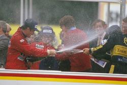 Podyum: Yarış galibi Nigel Mansell Williams Honda, 2. Ayrton Senna, Lotus Renault Sport F1 Team ve 3